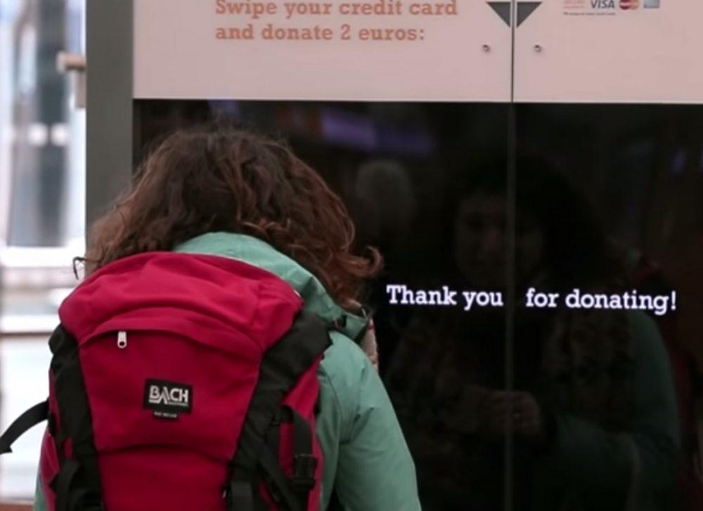 El primer cartel de donación interactivo